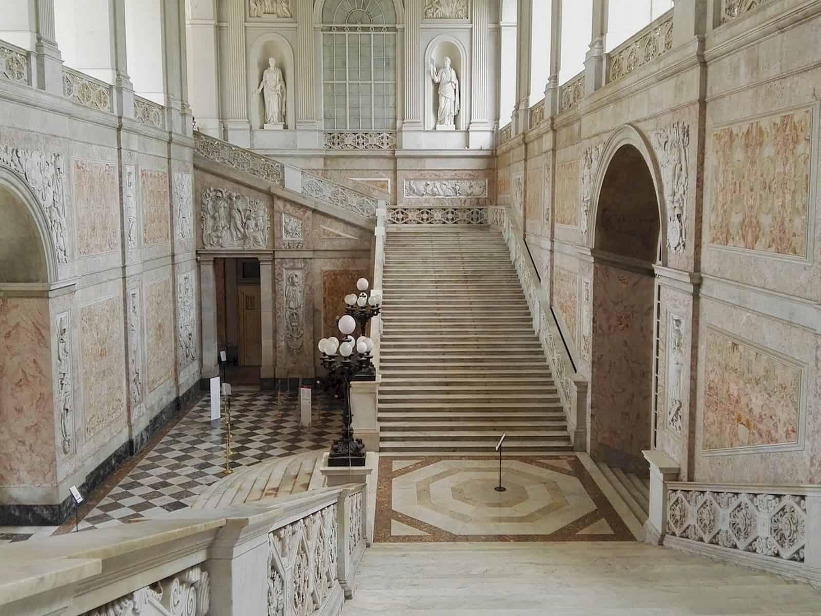 Scalone-Palazzo-Reale